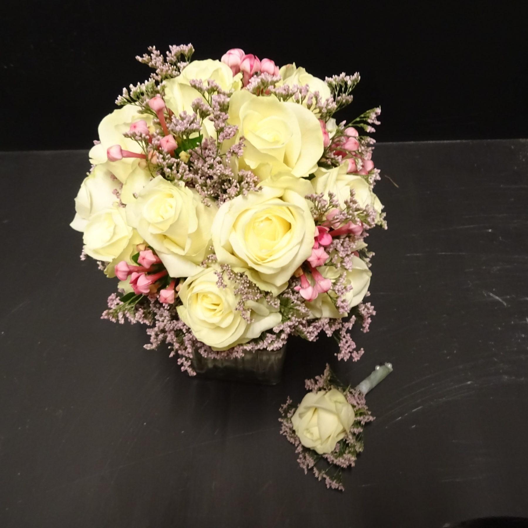 Brautstrauß mit Anstecker